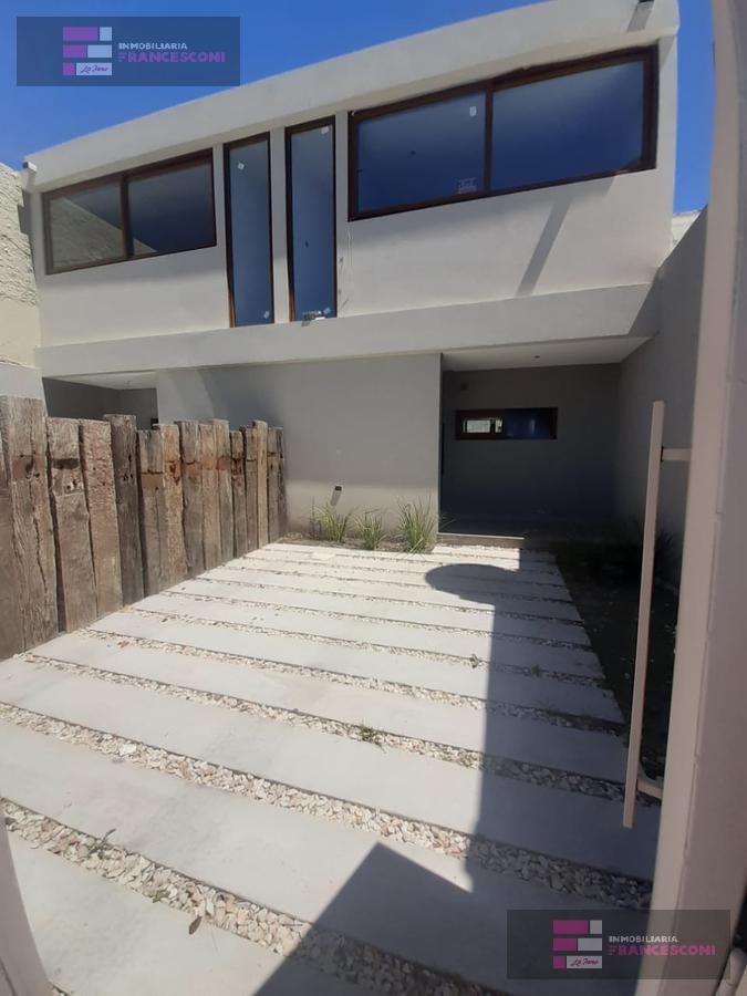 Foto Casa en Venta en  Tolosa,  La Plata  8 523 y 523 bis