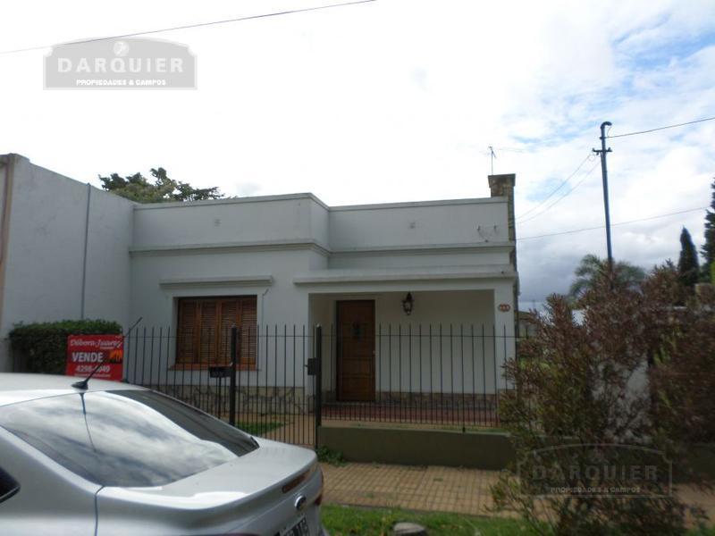 Foto Casa en Venta en  Adrogue,  Almirante Brown  J DE LA PEÑA 341