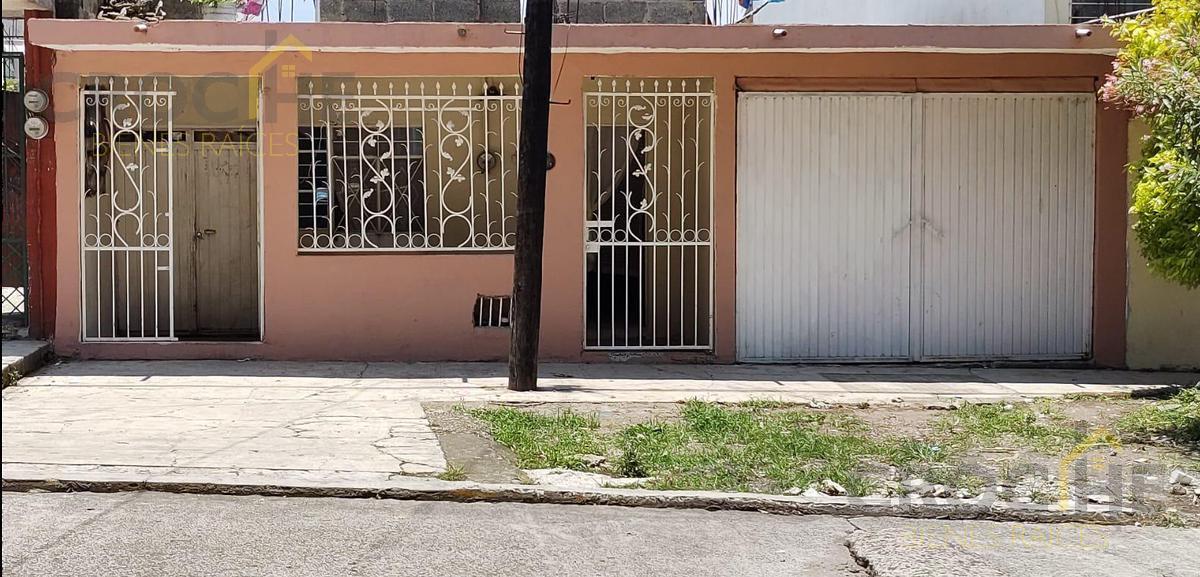Foto Casa en Venta |  en  Rafael Lucio,  Xalapa  Se vende casa con departamento a unas cuadras de Urban Center zona Rafael Lucio