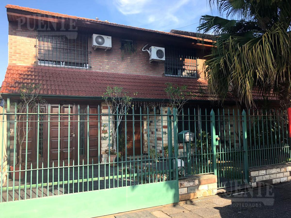 Foto Casa en Venta en  Lomas de Zamora Oeste,  Lomas De Zamora  Almafuerte 723