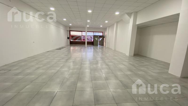 Foto Local en Alquiler en  Olivos,  Vicente López  Importante local de  323m2  con oficinas y depósito  en  Olivos Av Maipu al 3000