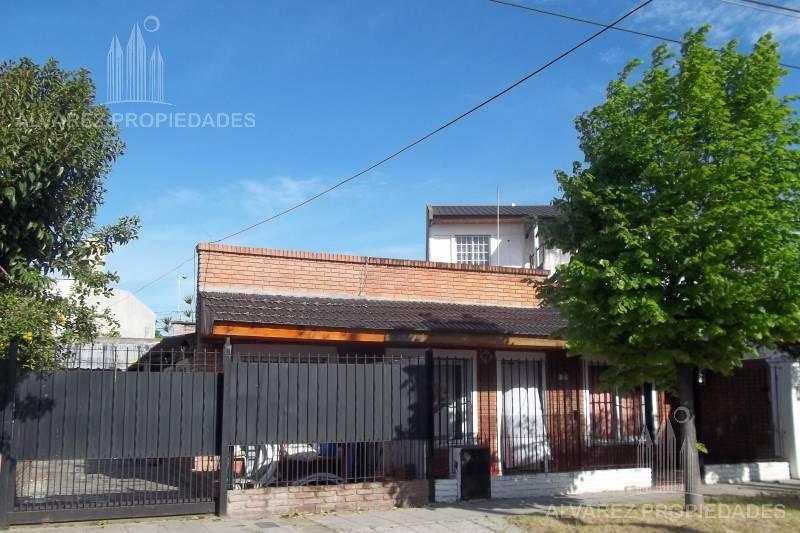 Foto Casa en Venta en  El Palomar,  Moron  Bulnes al 2500