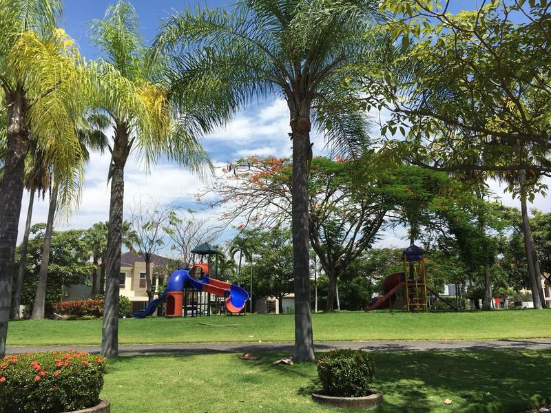 Foto Casa en Venta en  Samborondón ,  Guayas  SE VENDE BONITA VILLA EN VÍA A SAMBORONDÓN URB TERRASOL