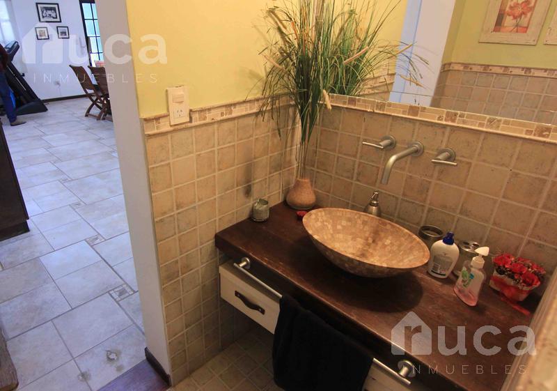 Foto Casa en Venta en  Villa Ballester,  General San Martin  Sorprendente casa reciclada tipo loft con jardín y pileta| Pozos 4400