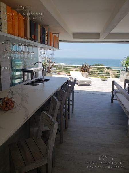 Foto Apartamento en Venta | Alquiler temporario en  Playa Brava,  Punta del Este  Rambla Lorenzo Batlle Pacheco y parada 28