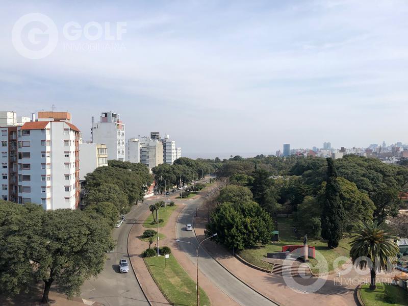 Foto Departamento en Alquiler en  Pocitos ,  Montevideo  Apartamento de 2 dormitorios con garaje y box, frente al Parque Rodó - con muebles