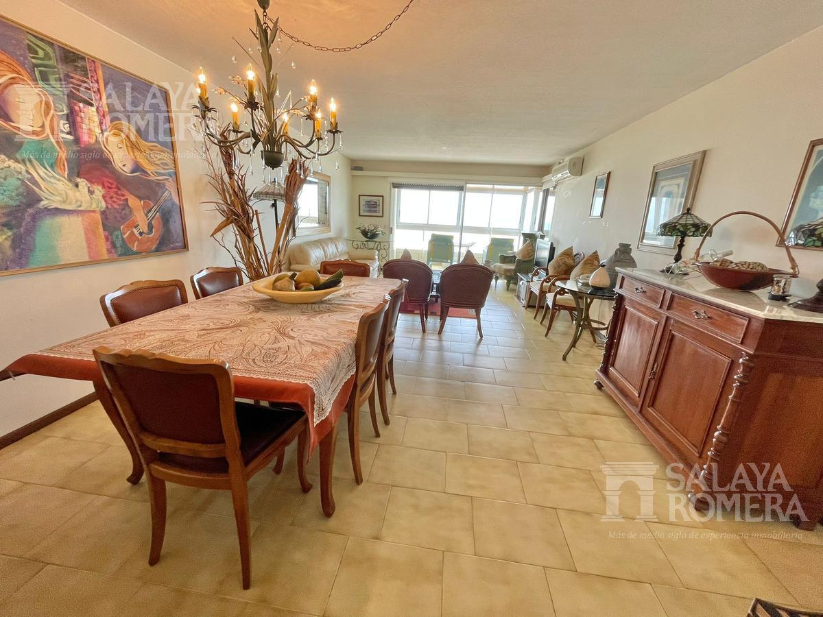 Foto Departamento en Alquiler en  Playa Mansa,  Punta del Este  Venta Apartamento tres dormiroios Punta del Este Ref 3938988