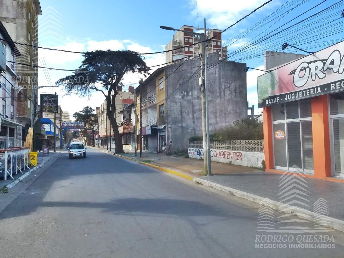 Foto Local en Alquiler | Venta en  San Bernardo Del Tuyu ,  Costa Atlantica  Excelente y amplio local sobre peatonal en San Bernardo!!!