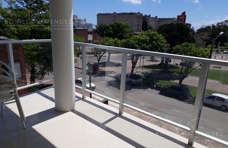 Foto Departamento en Venta en  Centro,  Piriápolis  Emilia Alperovich casi Hector Barrios Plaza Artigas