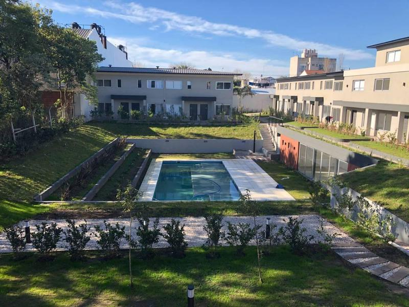 Foto Casa en Venta en  Moron,  Moron  Berutti 300
