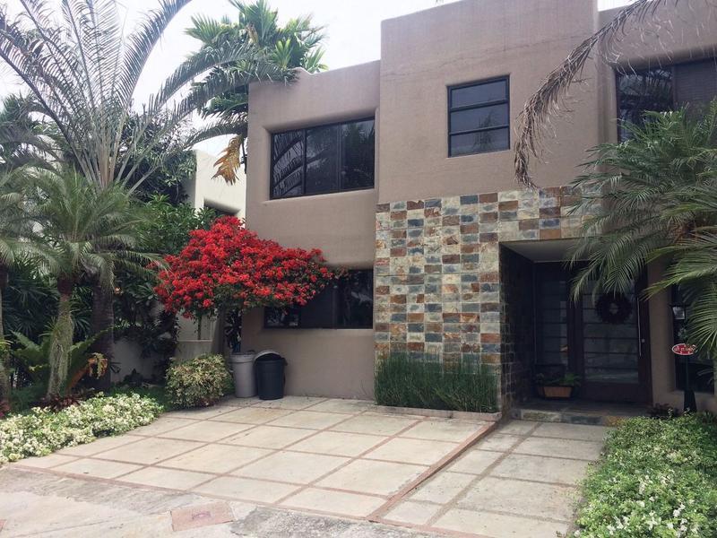 Foto Casa en Venta en  Samborondón,  Guayaquil  VENTA PRECIOSA CASA EN SANTA FE REMODELADA