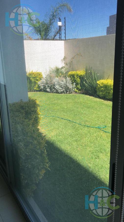 Foto Departamento en Renta en  Juriquilla Santa Fe,  Querétaro  RENTA DEPARTAMENTO CON JARDIN PLANTA BAJA JURIQUILLA STA FE QUERETARO