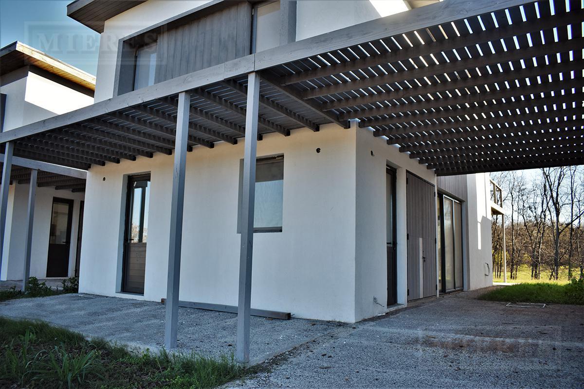 Casa de 155 mts cub y 60 mts semicub en Estancias del Rio Town- Houses