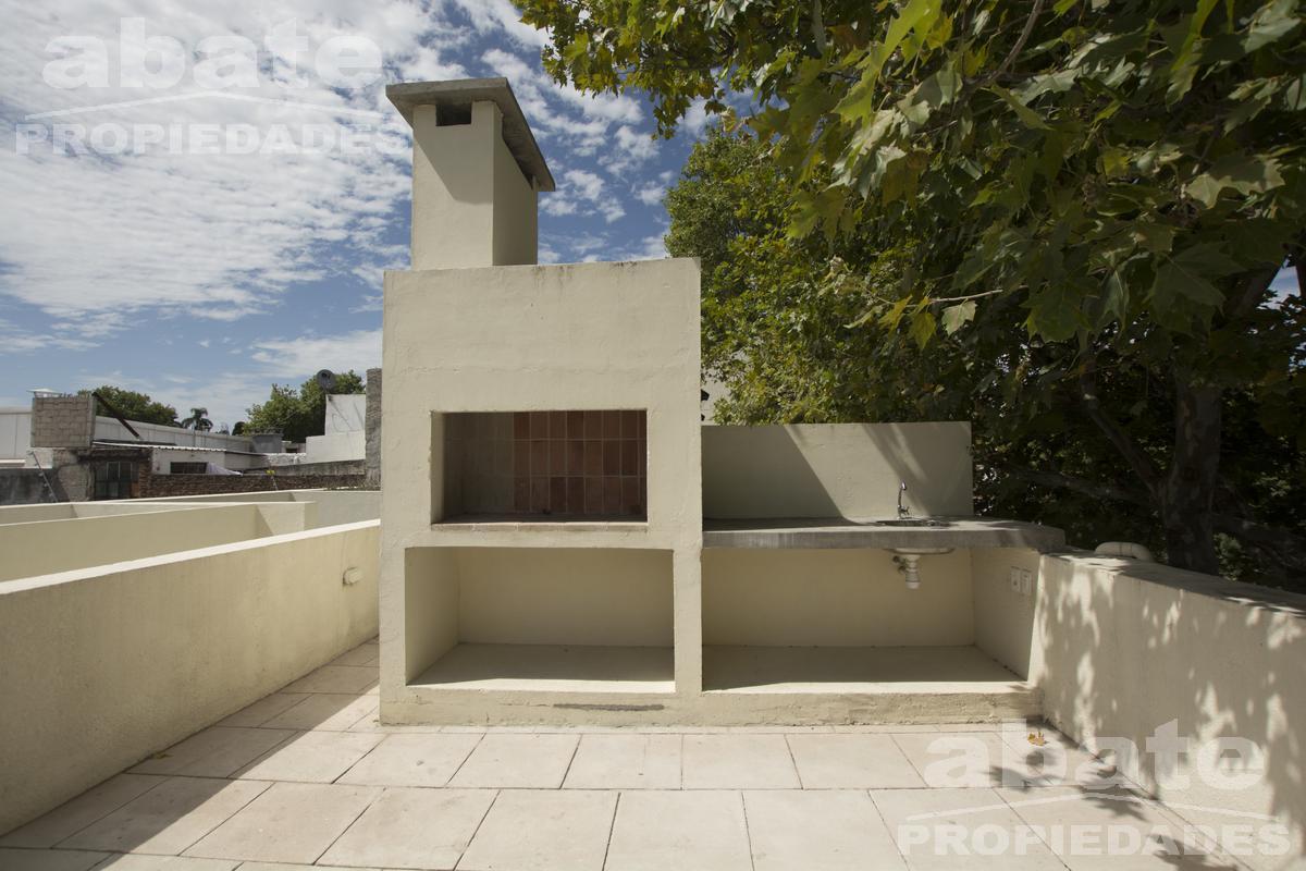 Foto Apartamento en Venta en  Palermo ,  Montevideo  Isla de Flores y Carlos Quijano - Dúplex 2d con patio y barbacoa con parrillero de uso exclusivo!