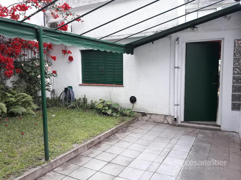 Foto Casa en Venta en  Temperley Este,  Temperley  PERITO MORENO 243