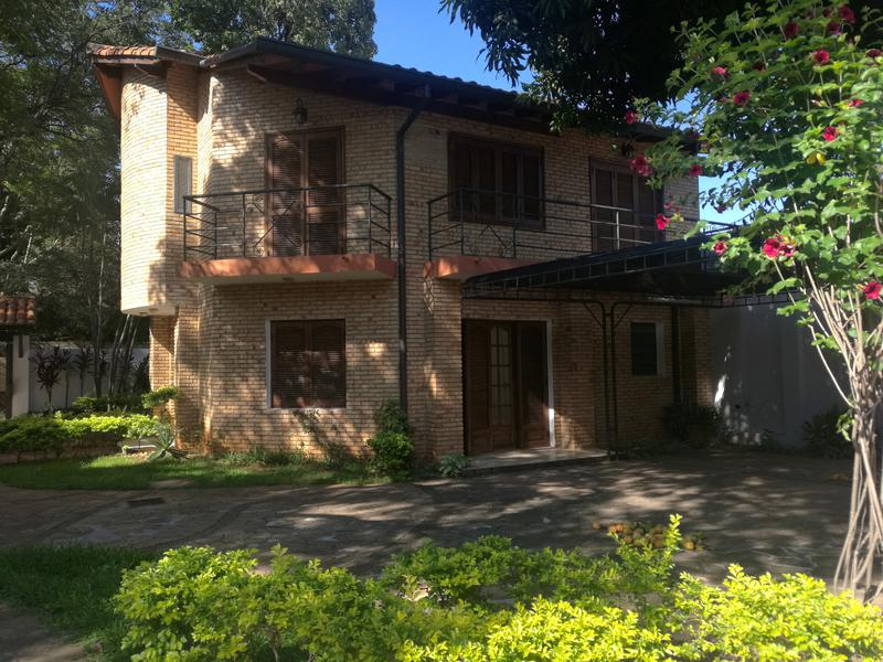 Foto Casa en Venta |  en  La Recoleta ,  Asunción  Manuel Del Castillo Y Alas Paraguayas, Barrio Mcal. Estigarribia