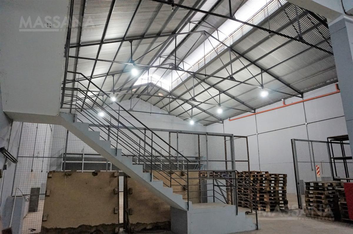 Foto Depósito en Alquiler en  Flores ,  Capital Federal  AV. GAONA AL 3300