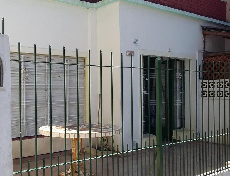 Foto Casa en Alquiler en  Lanús Este,  Lanús  Salta 1851
