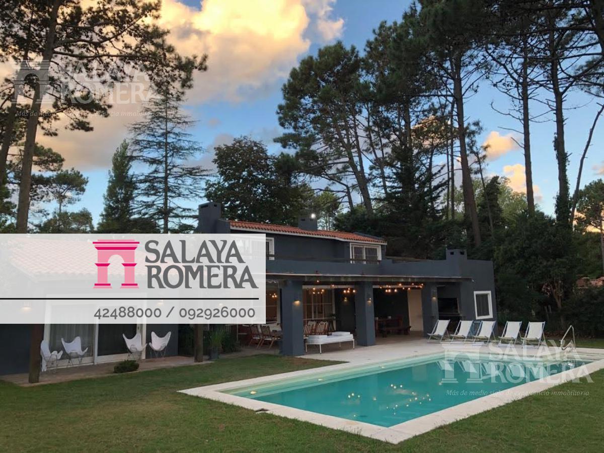Foto Casa en Venta | Alquiler temporario en  Punta del Este ,  Maldonado  Casa en excelente punto de punta del este. 6dormitorios, 4 baños. Amplío jardín.