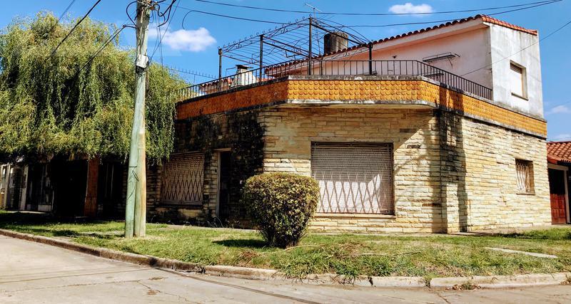 Foto Casa en Venta en  Castelar,  Moron  Lincoln al 200
