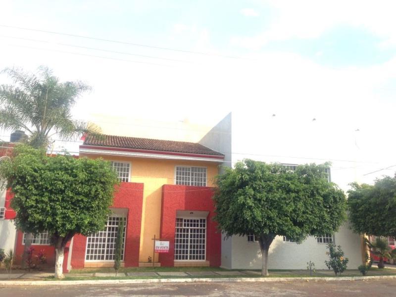 Foto Casa en Renta en  Fraccionamiento Villa Olímpica,  Zamora  CASA EN VENTA EN FRACCIONAMIENTO VILLA OLÍMPICA DE ZAMORA