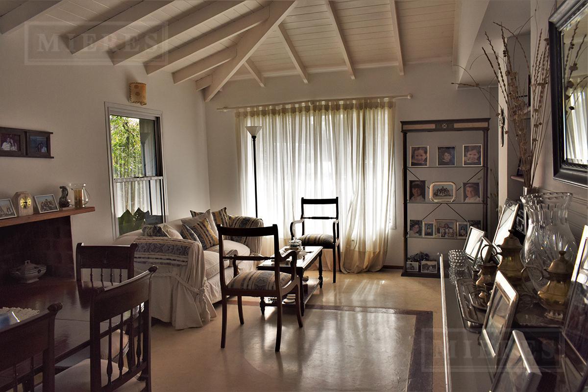 Mieres Propiedades - Casa de 345 mts2 en  Los Sauces