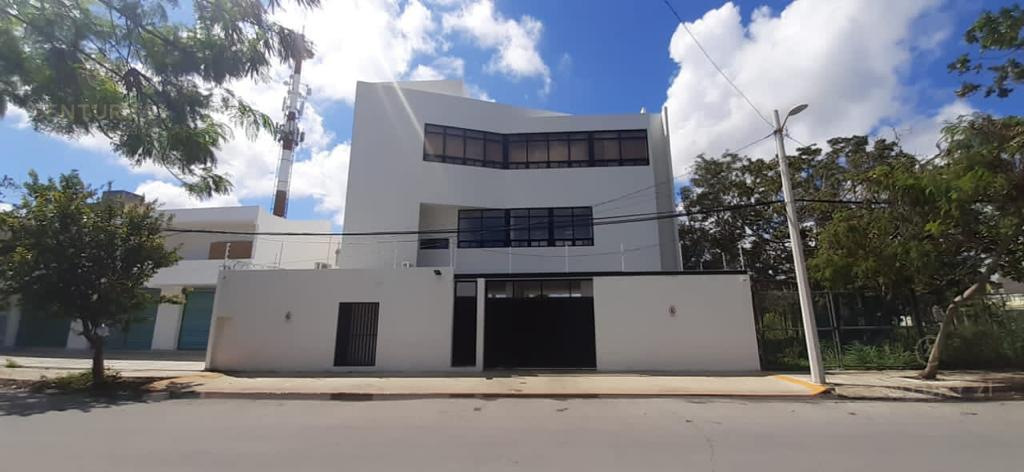 Cancún Commercial Building for Rent scene image 1