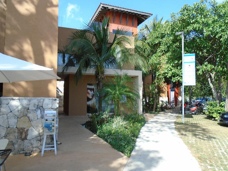 Playa del Carmen Bussiness Premises for Rent scene image 4
