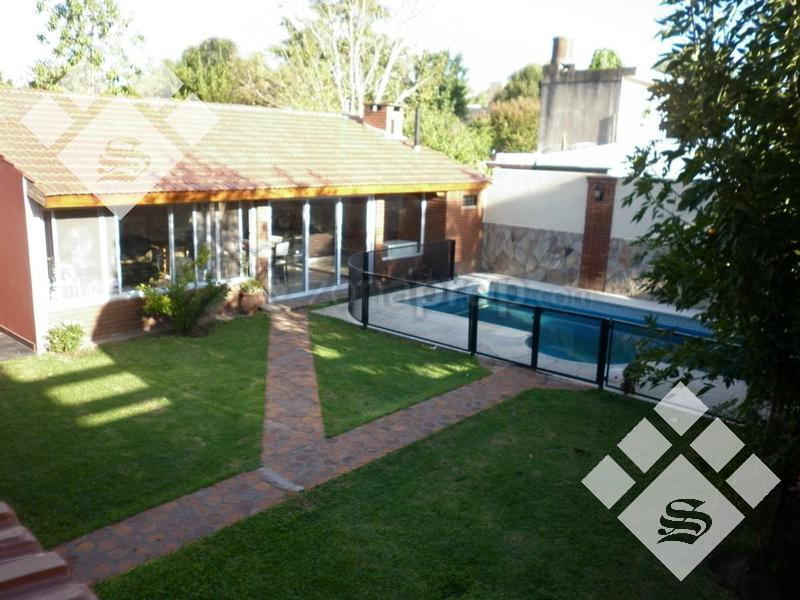 Foto Casa en Venta en  Castelar,  Moron  San Alberto  3500
