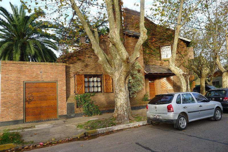 Foto Casa en Venta en  Burzaco,  Almirante Brown  Mitre 1010