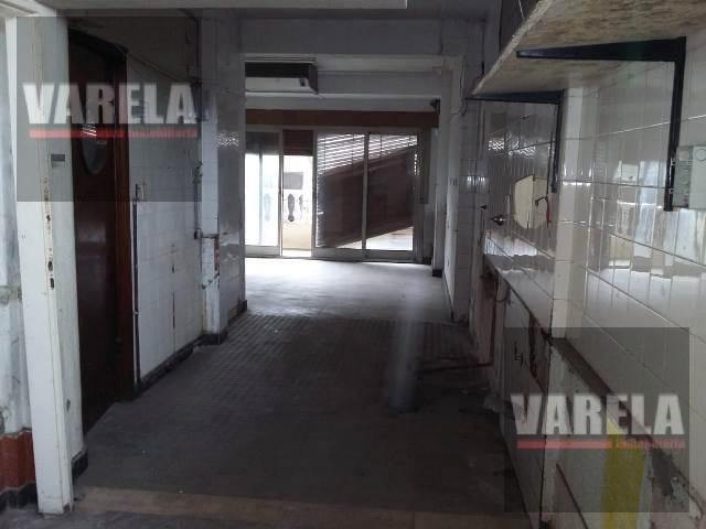 Foto Local en Alquiler en  Villa Luro ,  Capital Federal  Juan B. Justo  8100