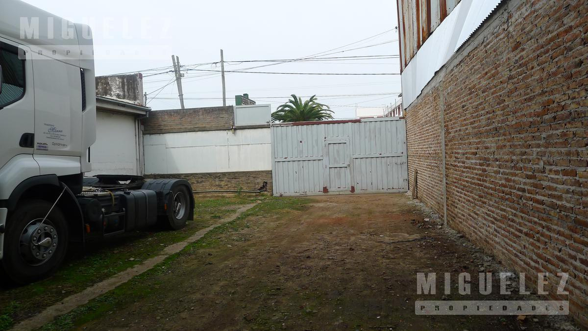 Foto Local en Venta | Alquiler en  Temperley,  Lomas De Zamora  AV. EVA PERON (Pasco) 1760