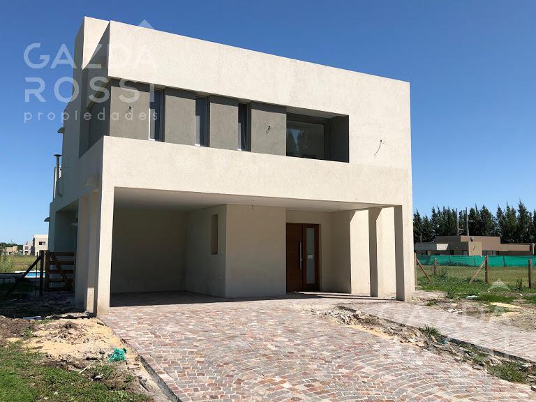 Foto Casa en Venta en  Barrio Santa Ines,  Countries/B.Cerrado (E. Echeverría)  Juana de arco