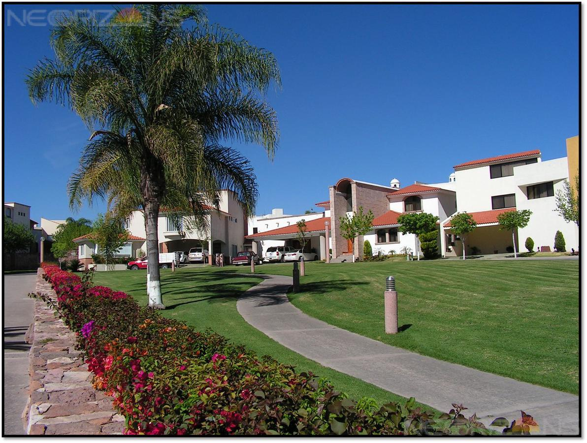 Foto Casa en Renta en  Villantigua,  San Luis Potosí  Casa Contemporanea con Amplio Jardín en Renta en Fracc. Villantigua SLP