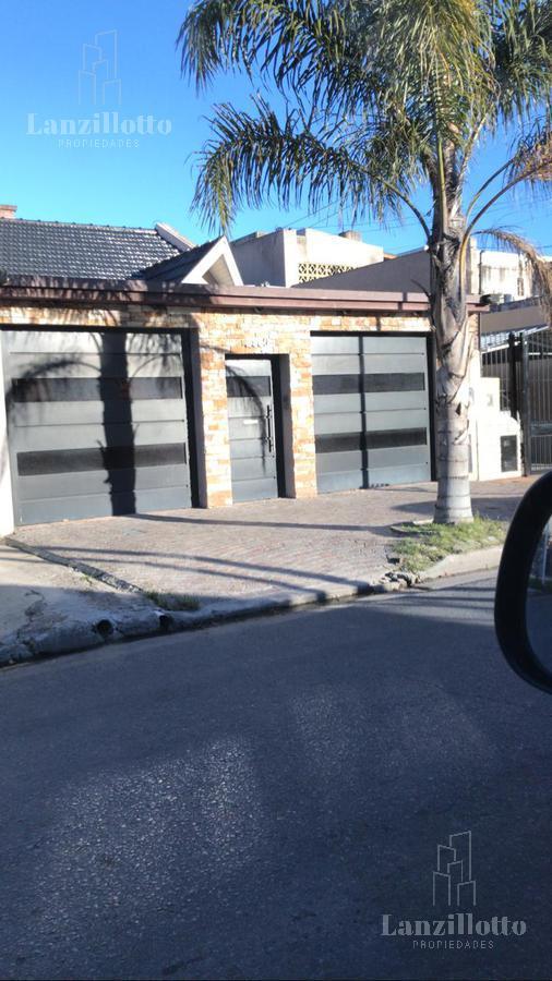 Foto Casa en Venta en  Remedios De Escalada,  Lanús  Esquiú al 2900