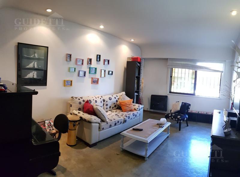 Foto Casa en Venta en  Martinez,  San Isidro  Castelli al 2300