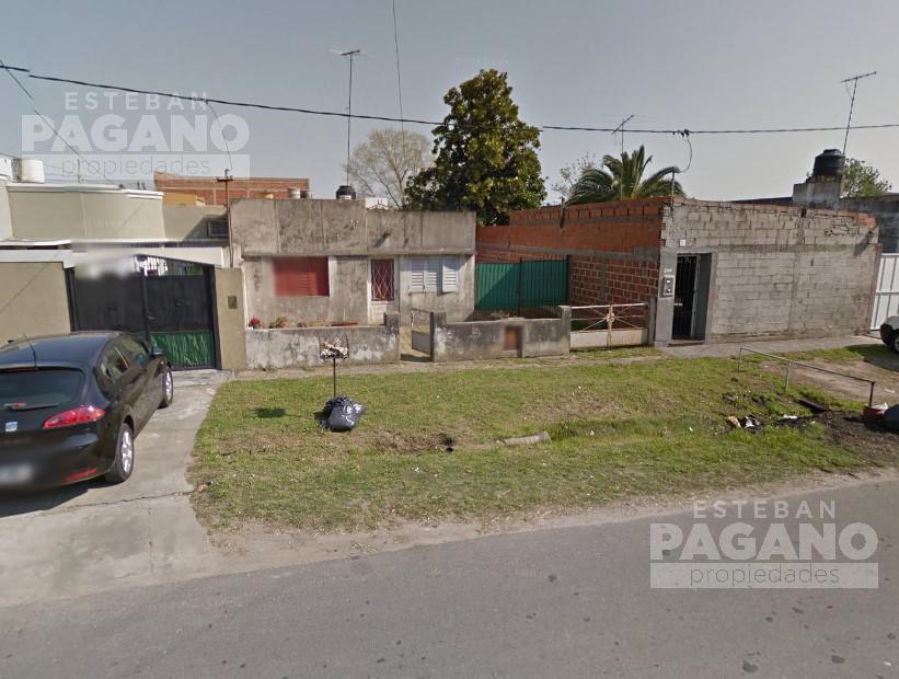 Foto Casa en Venta en  Los Hornos,  La Plata  69 e/ 137 y 138