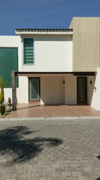 Foto Casa en Renta en  Los Cedros 400,  Lerma  Casa En Renta En Puebla,Residencial Arborada