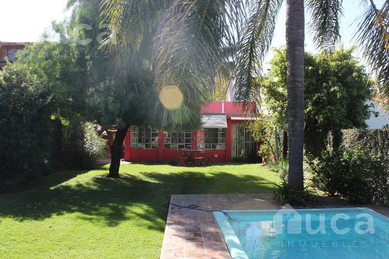 Foto Casa en Venta en  Boulogne Sur Mer,  San Isidro  Chalet de 3 dormitorios, pileta y quincho con jardín. |Jose Figueroa Alcorta al 300