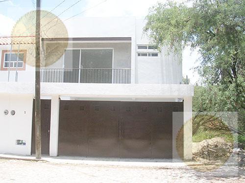 Foto Casa en Venta en  Barrio San Juan,  Tequisquiapan  Hermosa y amplia casa nueva