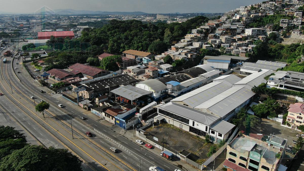 Foto Bodega en Alquiler en  Norte de Guayaquil,  Guayaquil  ALQUILER DE 3.000 M2 DE BODEGAS CON LOCAL COMERCIAL, OFICINAS  Y PARQUEOS SOBRE LA VÍA DAULE CON FRENTE DE 50 MTS