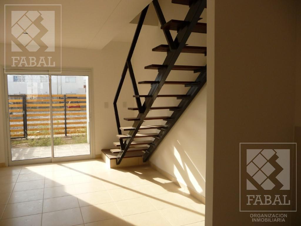 Foto Casa en Venta en  Centenario,  Confluencia  Chacabuco 582