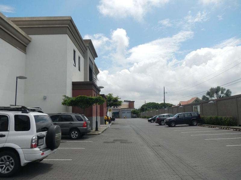 Foto Local en Alquiler en  Samborondón ,  Guayas  ALQUILER DE LOCAL COMERCIAL EN VIA A SAMBORONDON