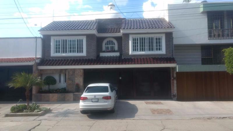 Casa en renta Amueblada con buena ubicacion para oficina comercial en Arbide Leon Gto