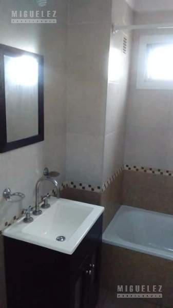 Foto Departamento en Venta en  Banfield,  Lomas De Zamora  Alsina 835