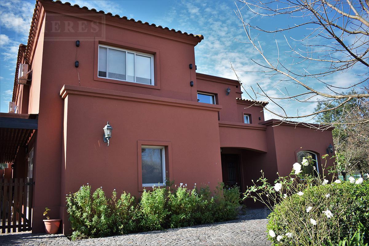 Casa de 252 mts cub y 33 mts semicub en El Mirasol