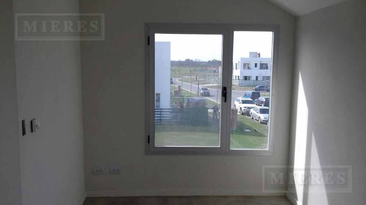 casa en venta en Puertos Barrio Araucarias