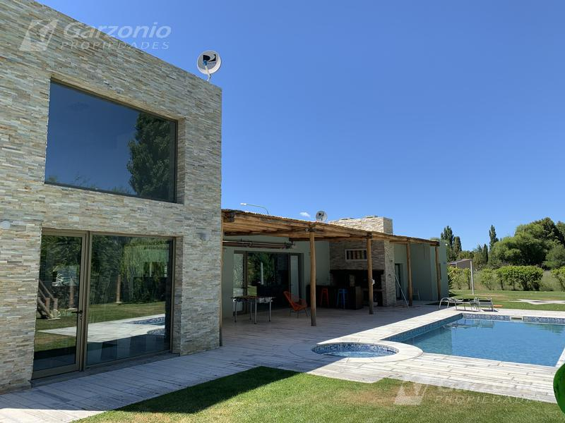 Foto Casa en Venta en  Trelew ,  Chubut  Quintas al Río