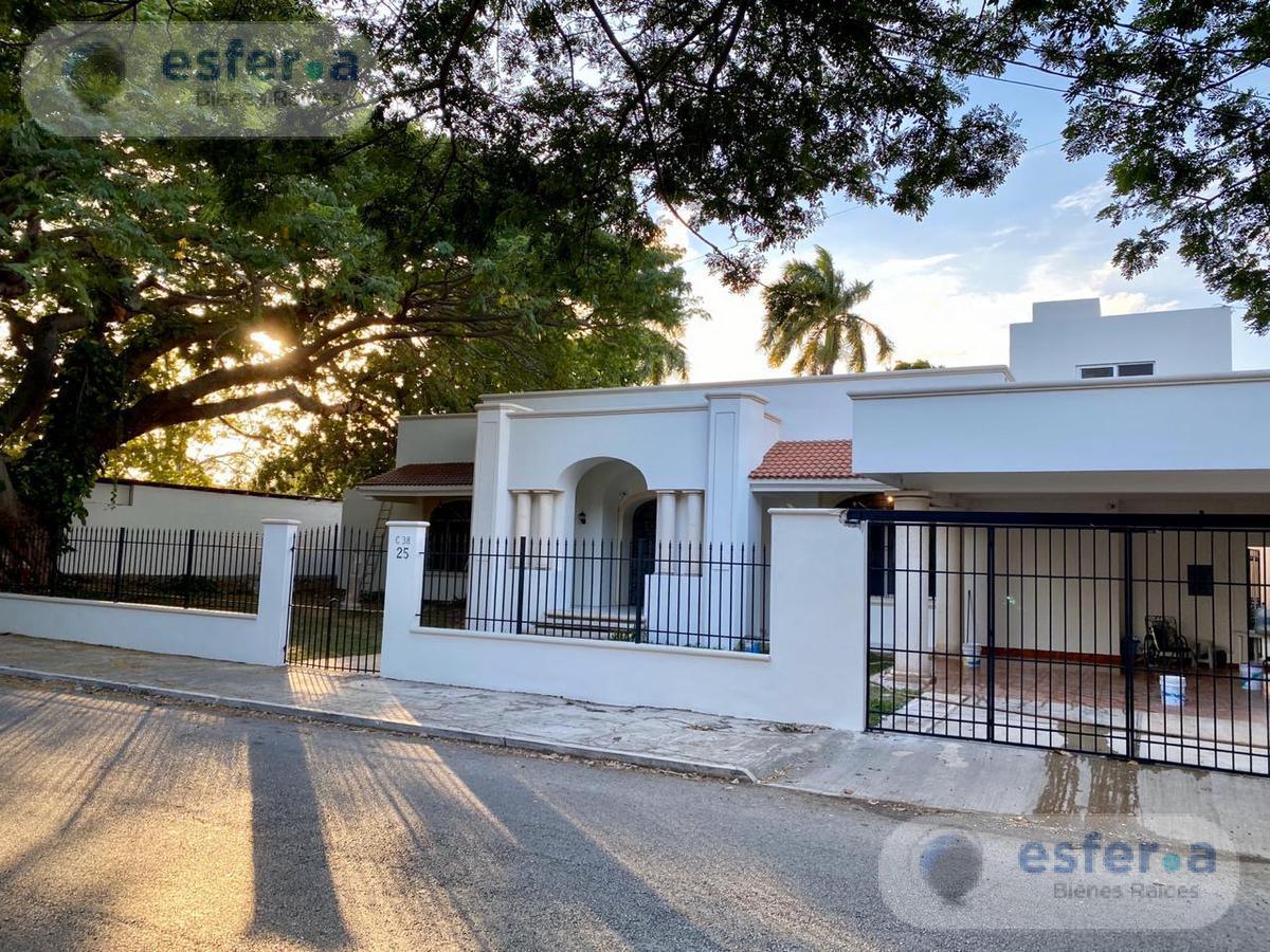 Foto Casa en Venta en  Fraccionamiento Campestre,  Mérida  Residencia Avenida Campestre