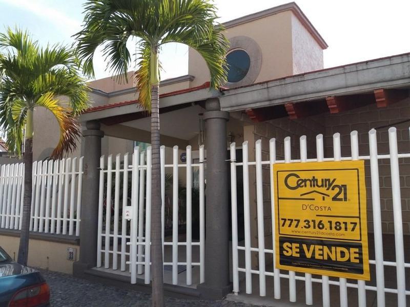 Foto Casa en Venta en  Club de golf Tabachines,  Cuernavaca  Casa Tabachines, Cuernavaca